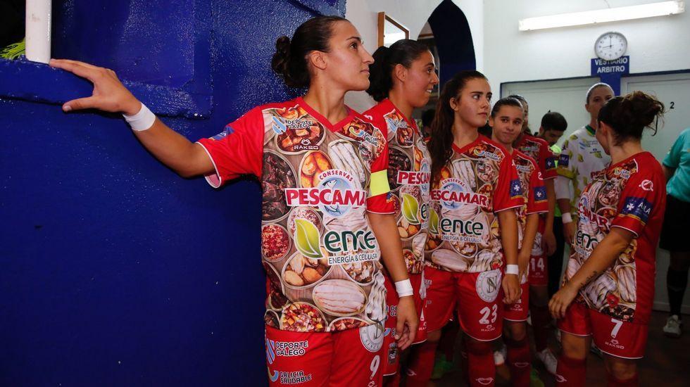 Las mejores imágenes del Deportivo - Las Palmas.Carlos Hernández y Christian Fernández se lamentan ante el Lugo