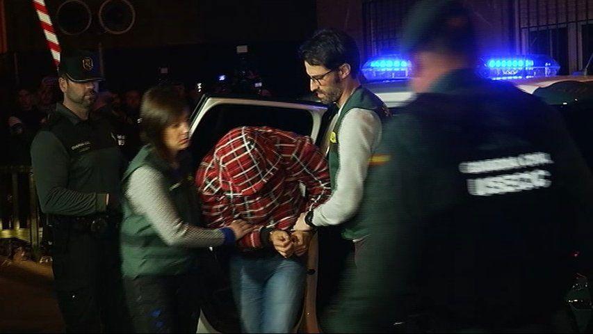 Djeleli B., el acusado de dar muerte a Javier Ardines, a su llegada al juzgado de Llanes