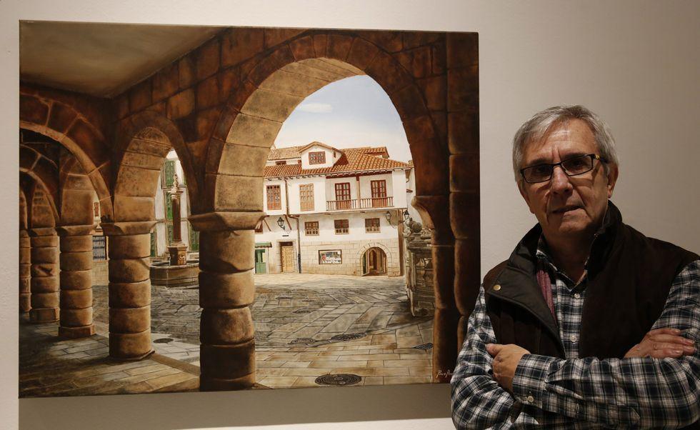.<span lang= gl >O pintor Paco Ascón cunha das obras da mostra «Ourense é arte»</span>