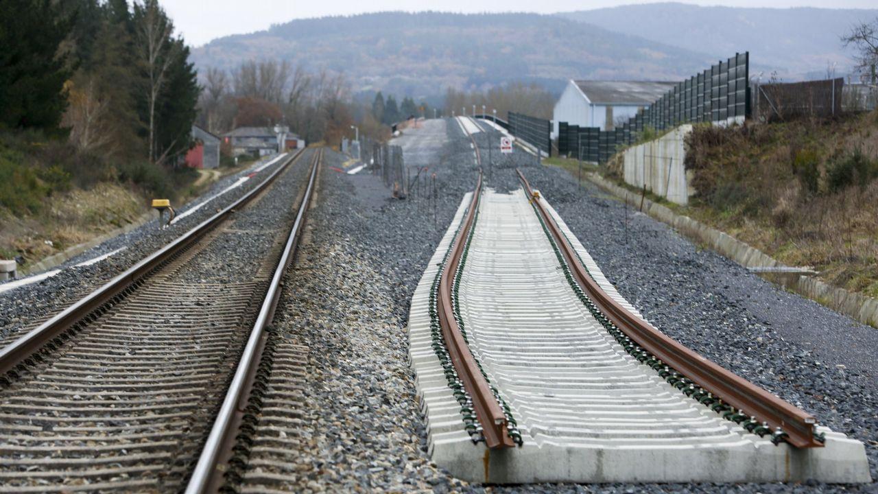 El viaje en tren del ministro de Fomento de Sarria a Lugo.Base de La Hiniesta. Junto con la de A Mezquita (Ourense), esta base de montaje está a pleno rendimiento muy cerca de Zamora