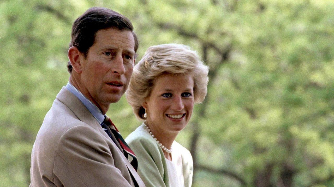 Los príncipes de Gales durante una visita a Hungría.