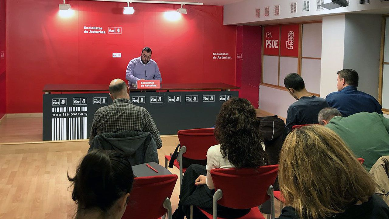 Belarmino Feito, nuevo presidente de FADE.Adrián Barbón, en la sede de la FSA
