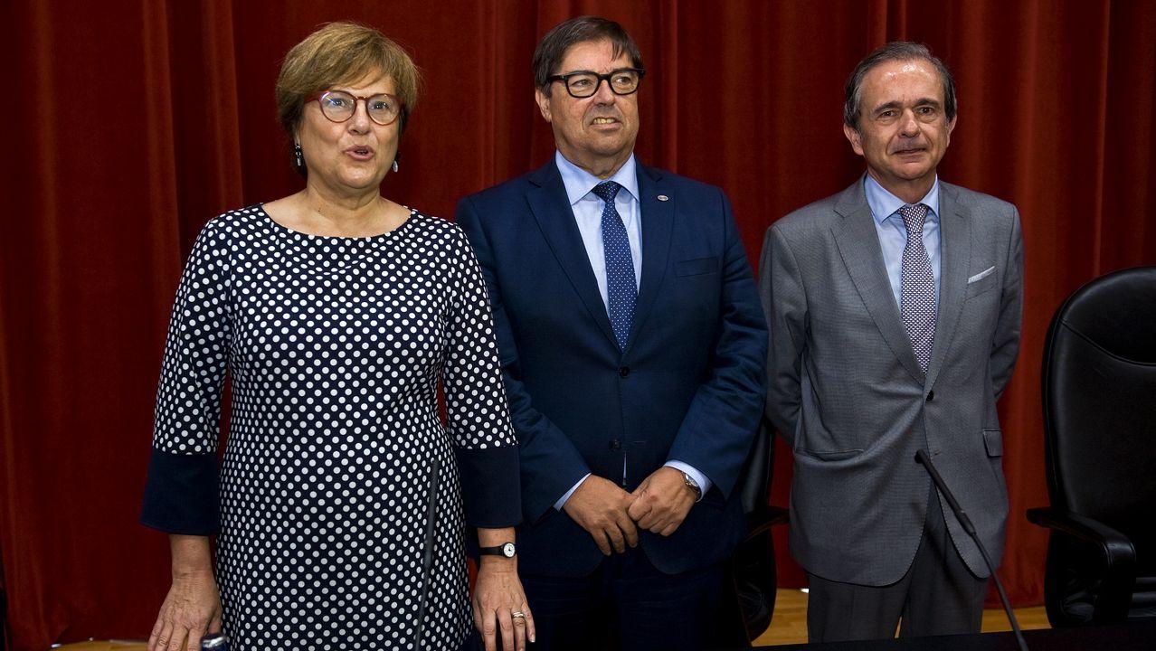Heras, secretaria de Estado, con Abalde, rector de la UDC, y Abril, presidente de su Consello Social
