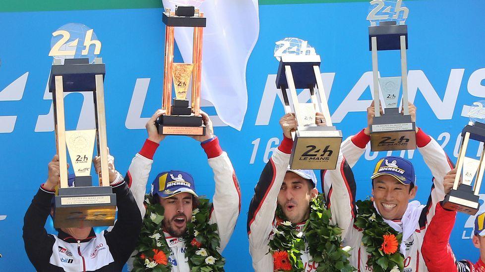 .Alonso, Kazuki y Buemi celebran su victoria en el podio de Le Mans