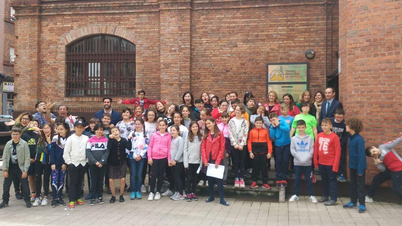 Alumnos de 4º y 5º de Orimaria de los colegios públicos Cervantes y Martínez Torner, ayer, en Cristasa