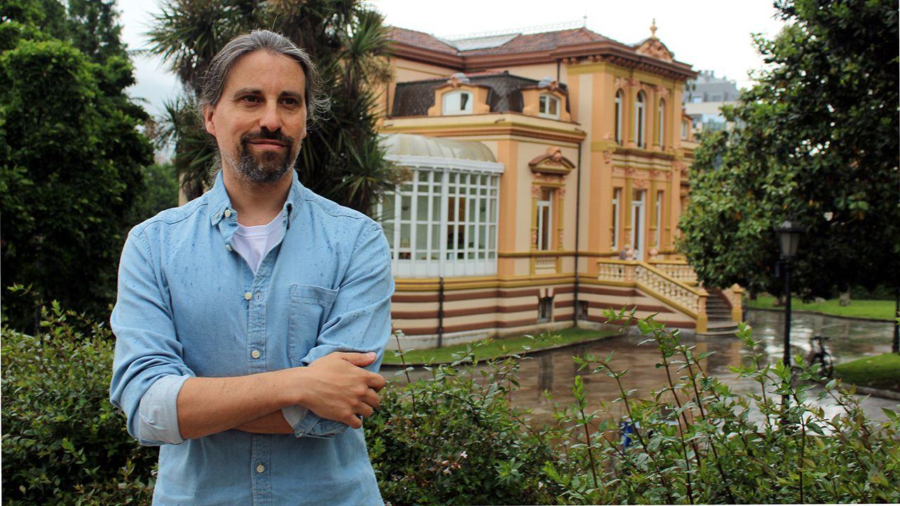 Agustín Iglesias Caunedo, en una junta local del PP de Oviedo.Daniel Latorre, secretario general de Podemos