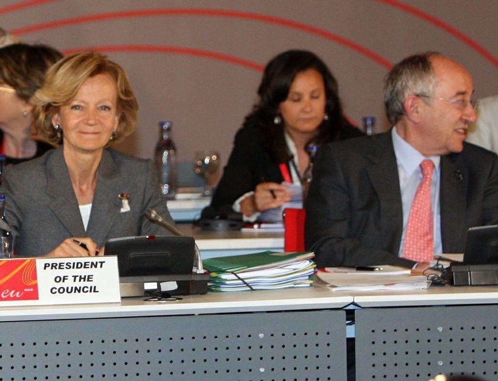 Los imputados, llegando al juicio.Elena Salgado y Miguel Ángel Fernández Ordóñez boicotearon la fusión de las cajas.