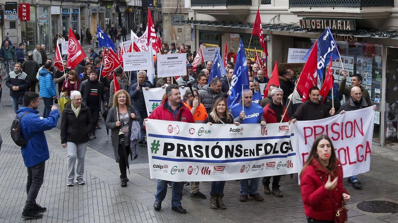 Manifestación de funcionarios de prisiones. Decenas de trabajadores de Alcoa Avilés y subcontratas participan en la marcha entre Avilés y Oviedo, vestidos con camisetas amarillas