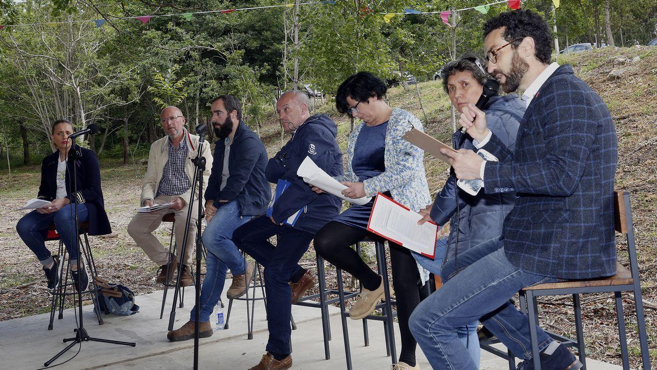 Debate organizado polo colectivo Fousas ao Monte cos seis candidatos á alcaldía de Rianxo