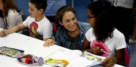 lluvia de estrellas.La edila María Castelao visitó en A Trisca a los participante en el programa Alternativa Activa.