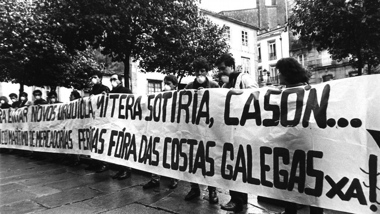 Tras el accidente del Casón, cientos de personas se manifestaban en Santiago para protestar por la mala gestión del trafico de mercancías peligrosas.