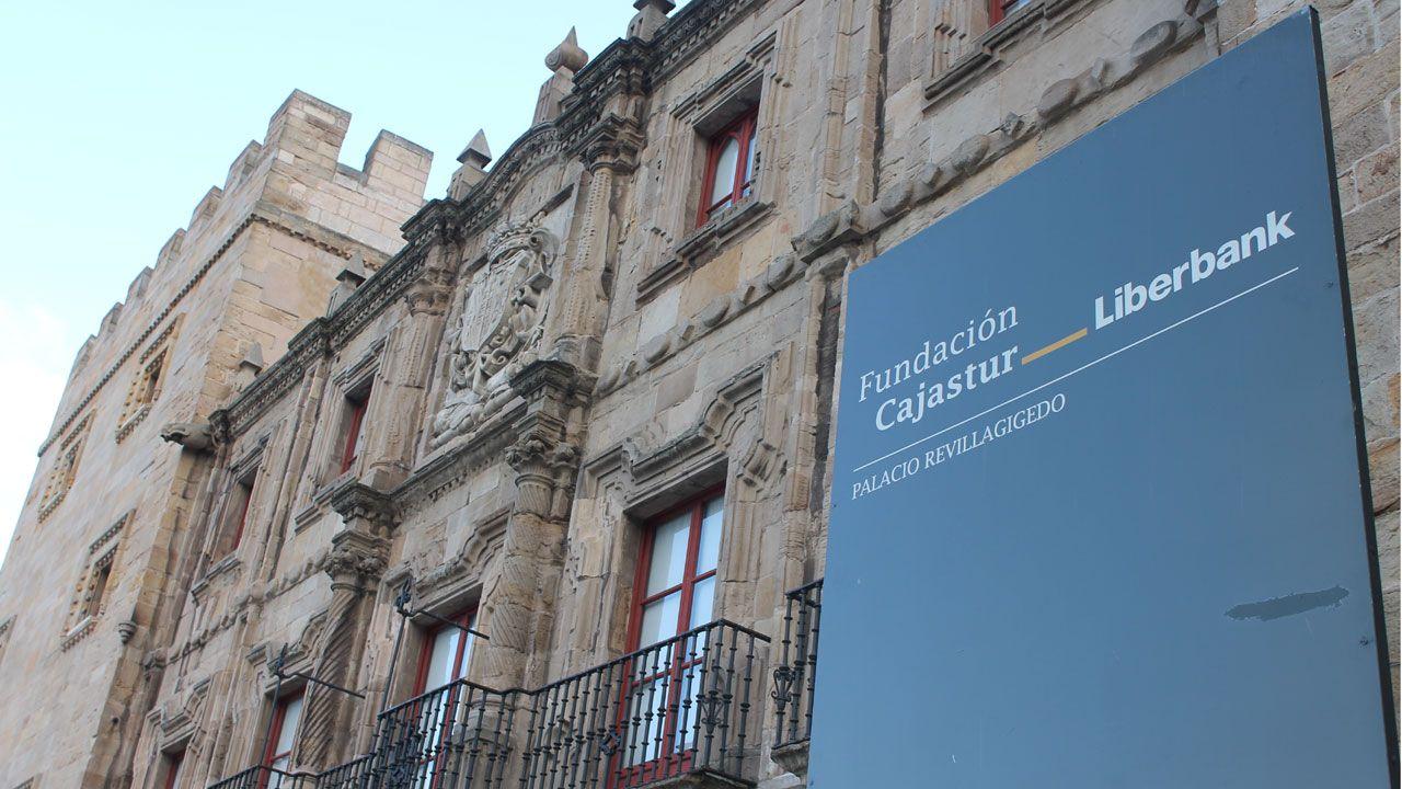 .Fachada del Palacio de Revillagigedo