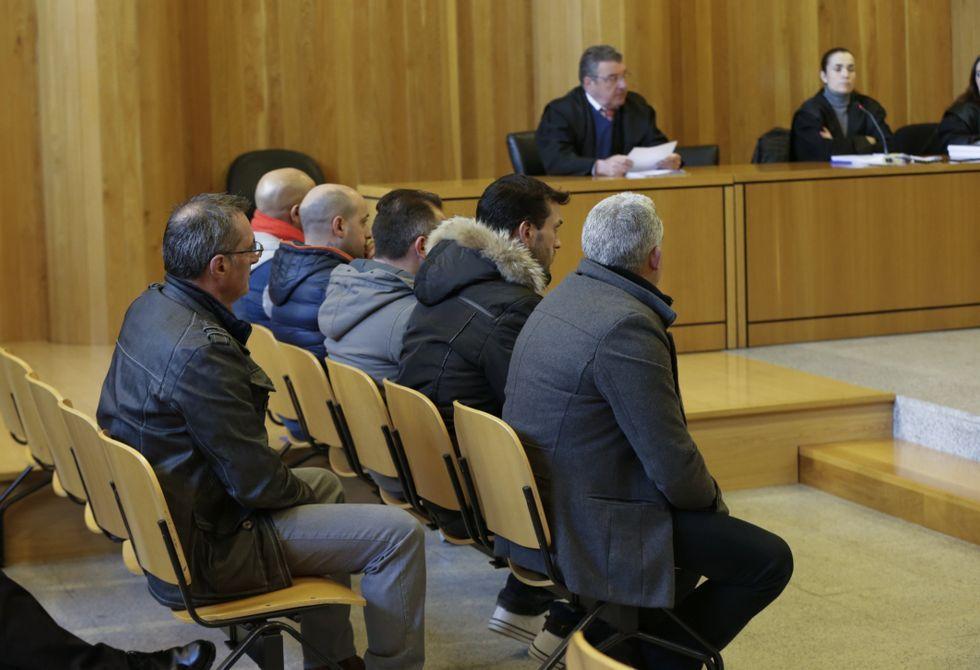 En la imagen aparecen los procesados en el banquillo de la Audiencia Provincial.