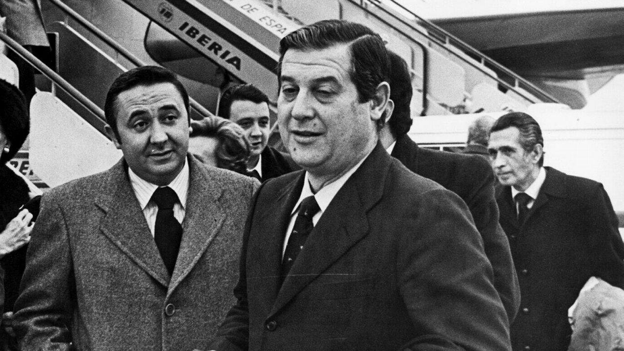 .Osorio, en primer término, en uno de sus viajes a Galicia en la década de los 70