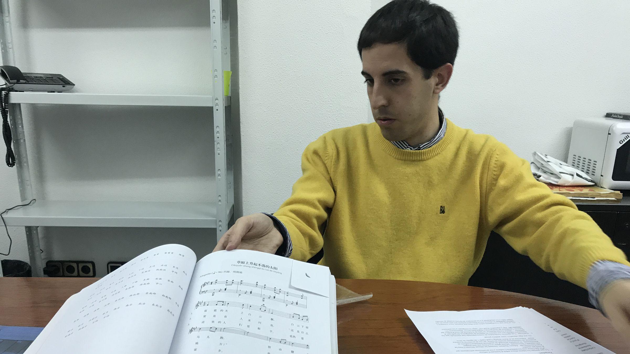 Aaron Horizontal.Fernando Romeo, miembro de la plataforma «Stop Instituto Confucio»