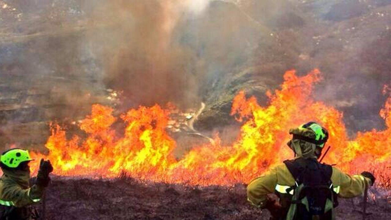 Miembros de la BRIF Laza actuando en un incendio en la parroquia quiroguesa de A Seara