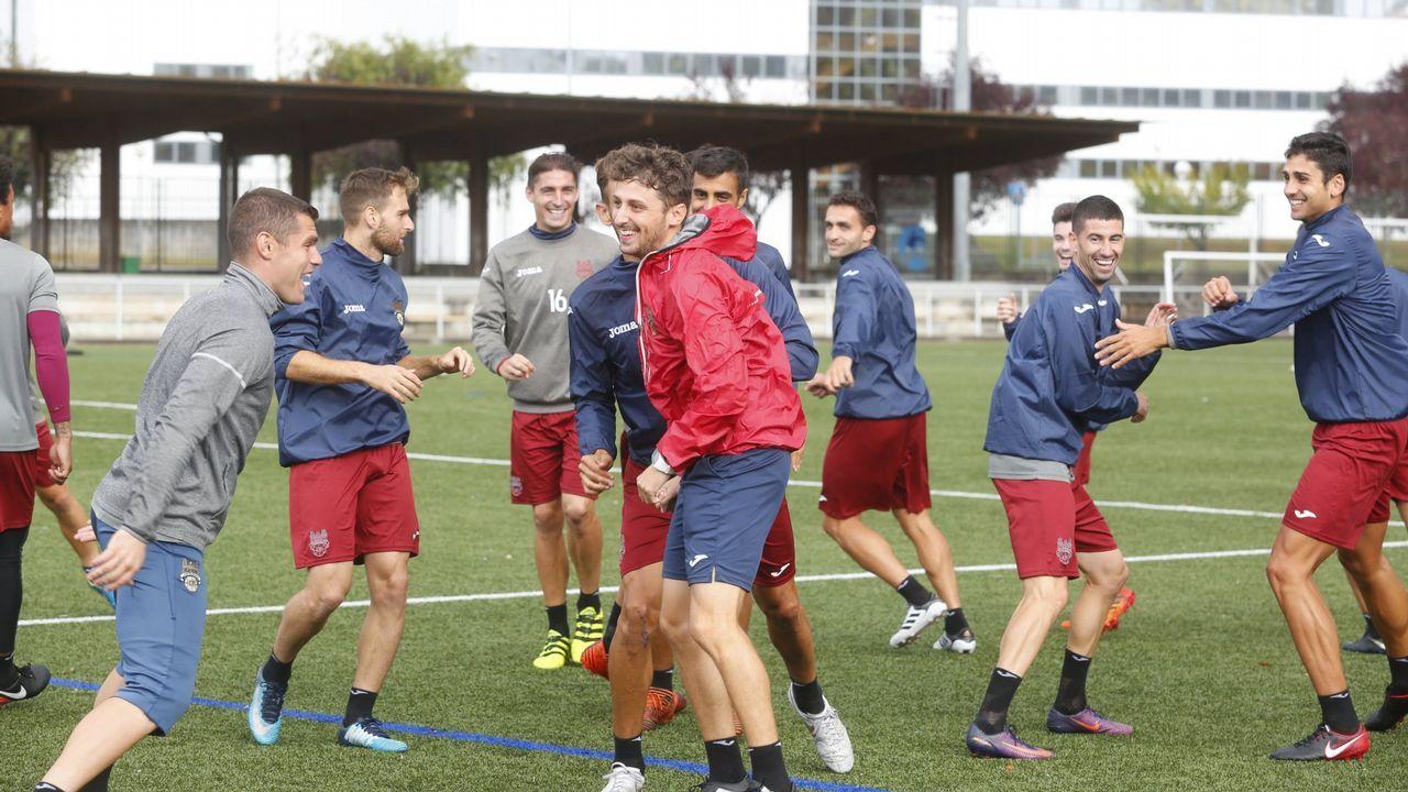 Saul Berjon gol Real Oviedo Almeria Carlos Tartiere.Forlín, Carlos y Javi Hernández durante el Oviedo-Mallorca