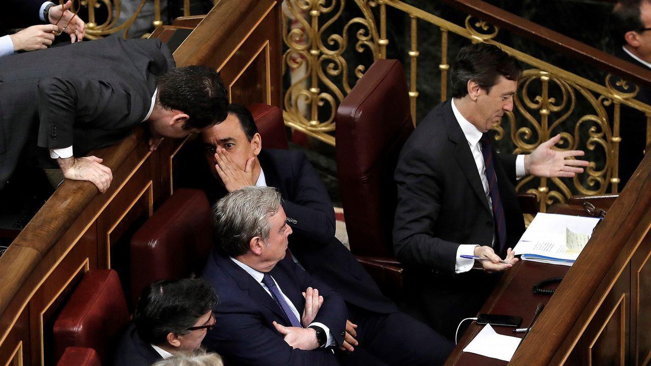 Conversaciones entre diputados del PP.