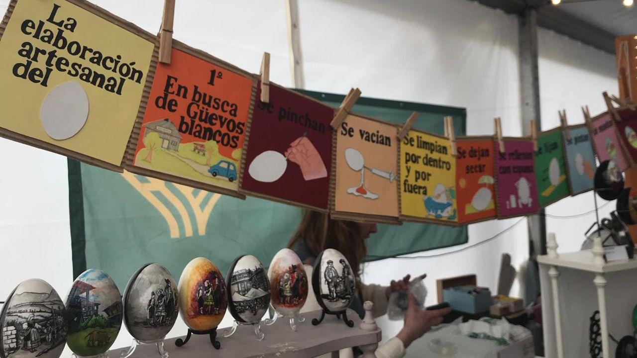 Los Güevos Pintos más innovadores en imágenes.Exposición de murais feitos durante a Semana da Prensa na Escola no CEIP A Guía