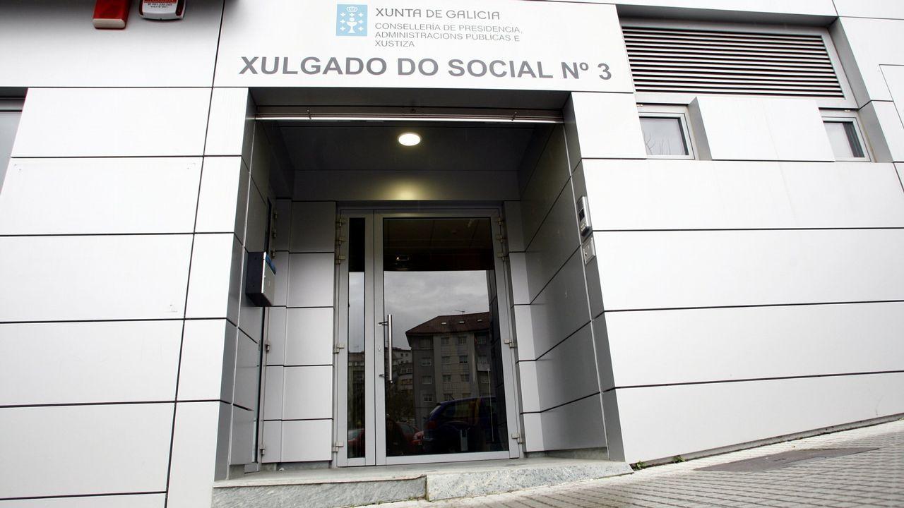 El PSOE hace campaña en el mercado de Vilagarcía.Fragata Méndez Núñez en Navantia