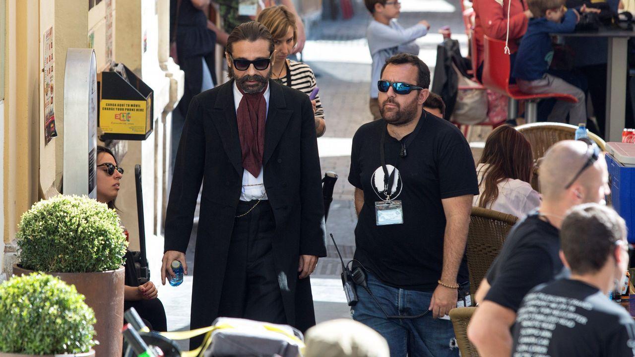 Jordi Mollá, a la izquierda, se dirige al rodaje de la serie, producida por National Geographic y Fox 21 y en la que Antonio Banderas da vida al pintor malagueño