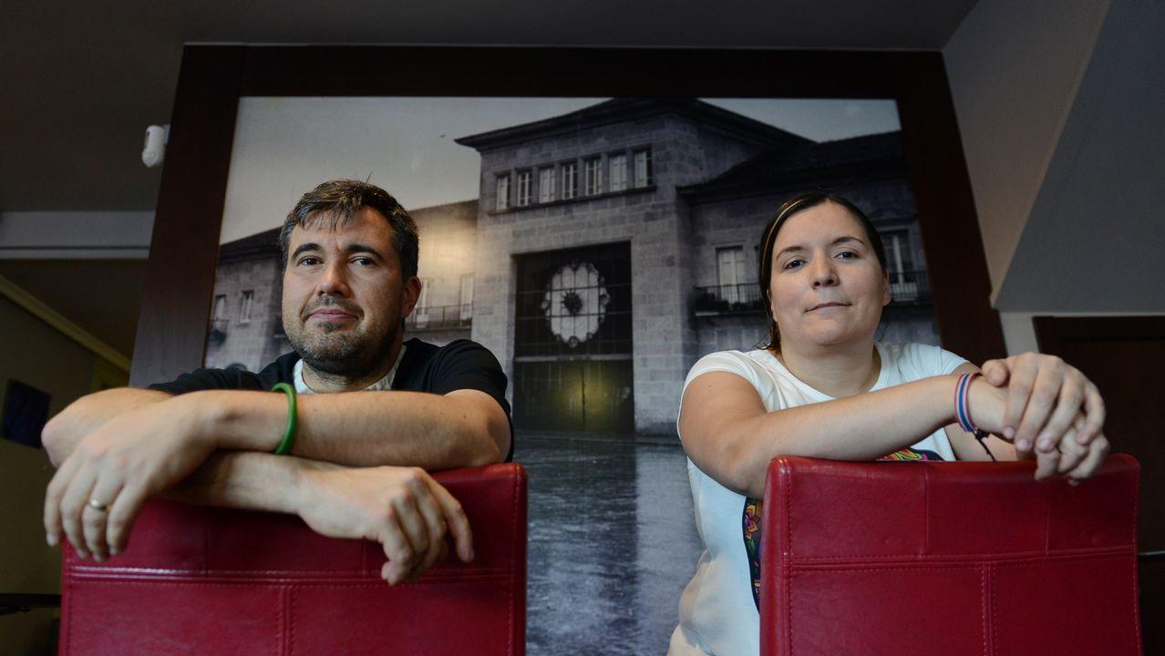 «Tras el accidente les dije que volvería a verlos, me habían salvado la vida».Imágenes de la Galicia abrasada por los incendios. Carballeda de Avia