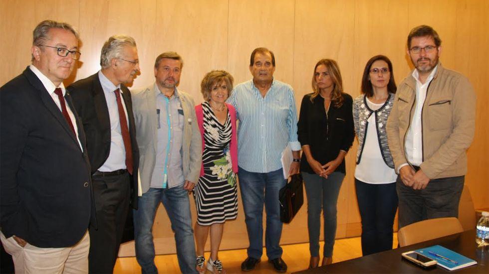 Francisco Álvarez-Cascos.Representantes del UGT y CCOO junto a diputados socialistas en el Congreso