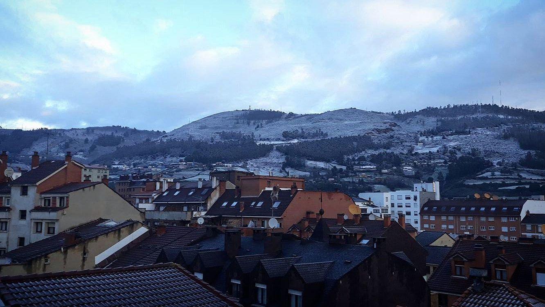Oviedo amanece nevado. Así se veía el Naranco esta mañana