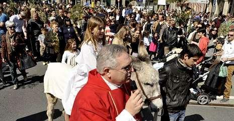La Semana Santa brilló como nunca en Viveiro.Las calles ya registraron procesiones como en el caso de A Estrada, el Domingo de Ramos.