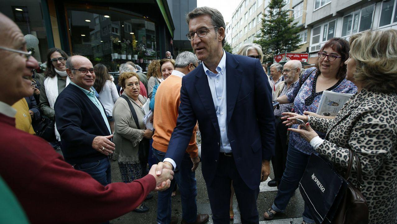 En 2016 Feijoo se presentó por tercera vez a las elecciones a la presidencia de la Xunta. En la imagen, durante un acto de campaña en la plaza de As Conchiñas en A Coruña.