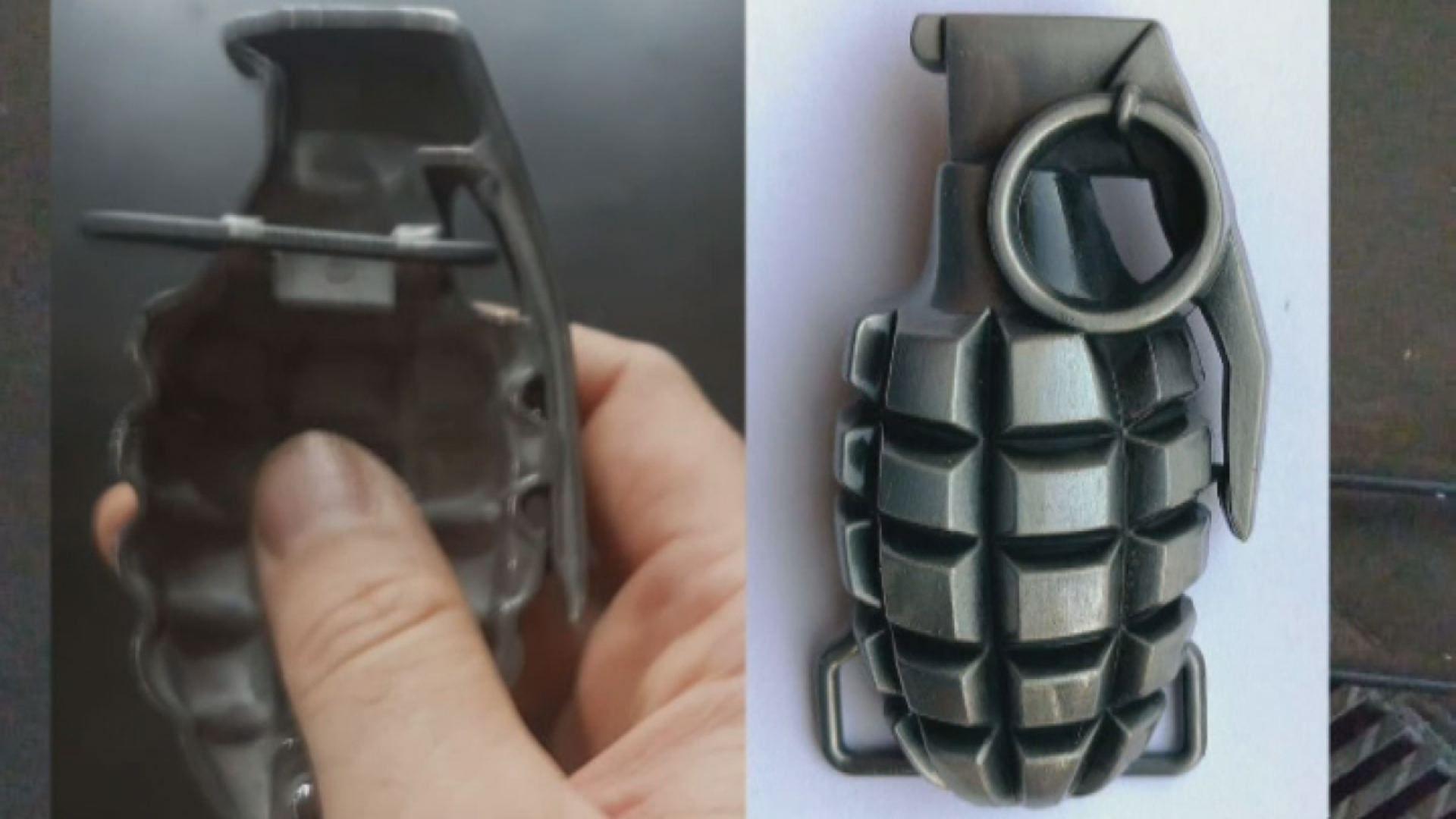 Una hebilla en forma de granada siembra el caos.Dos autobuses de Ouibus en ua imagen de archivo
