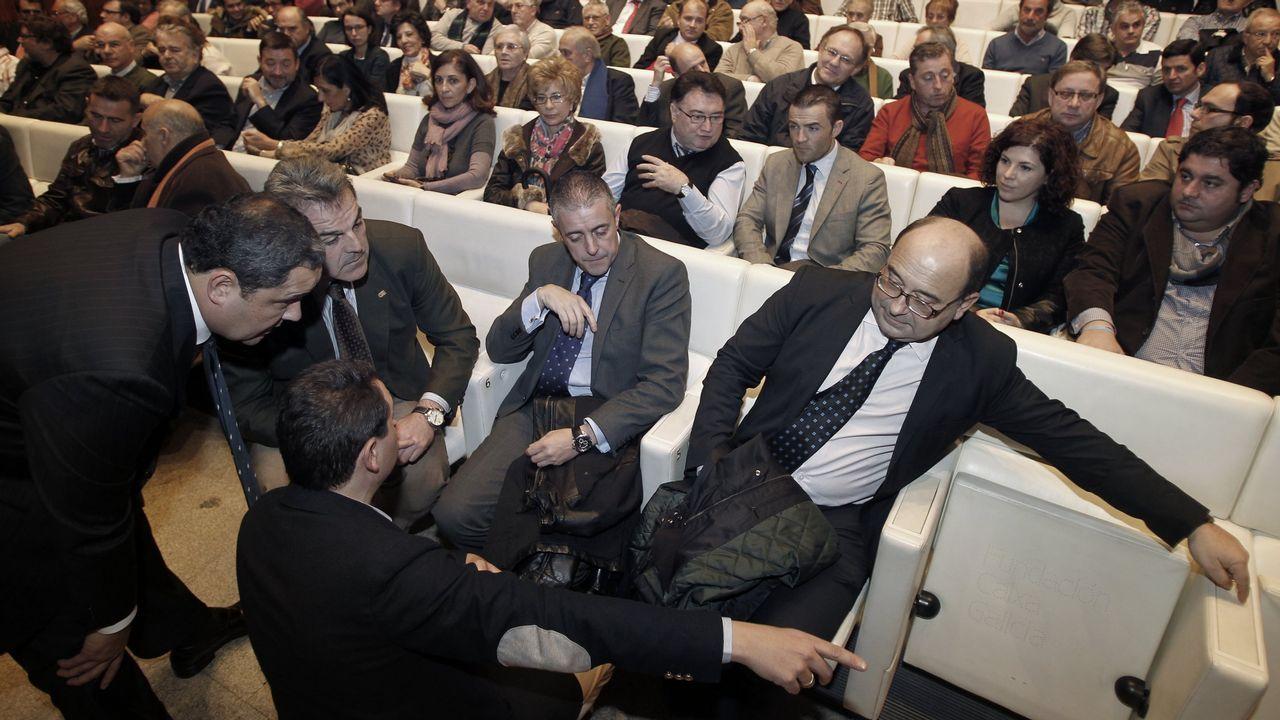 Tino Fernández y su equipo original (todavía con Fernando Vidal) presentando su proyecto en el auditoria de AFundación de Abanca