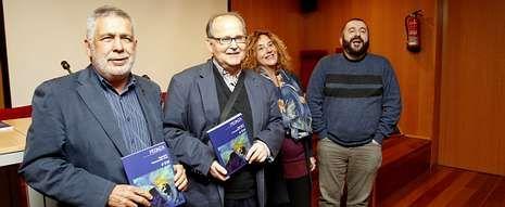 El número 108 de la revista «Peonza» fue presentado en la Biblioteca de Novacaixagalicia.