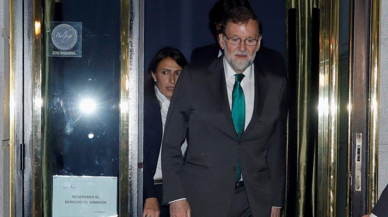 Rajoy sale del restaurante donde pasó ocho horas