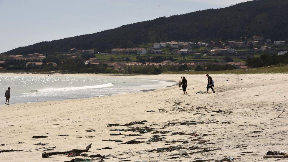 Playa de Retorta, en Boiro.Playa de Langosteira, en Fisterra