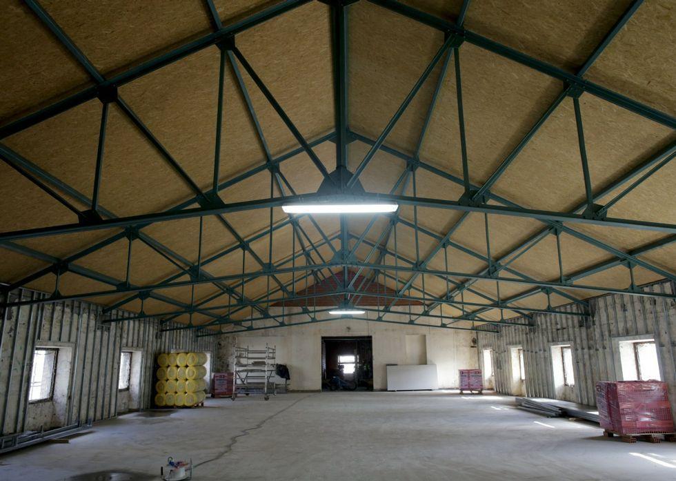 El edificio de la Palloza estrenó nueva cubierta durante el año pasado.