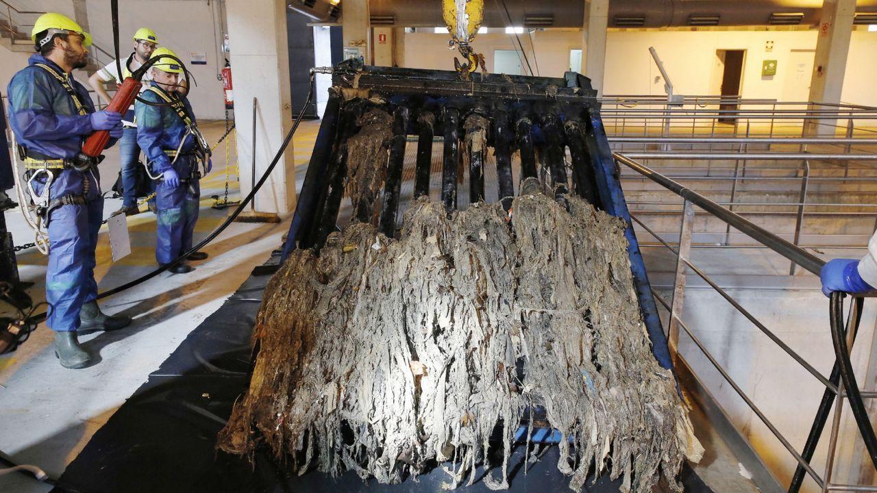 .Toallitas higiénicas acumuladas en la estación de bombeo de O Couto, en Ourense