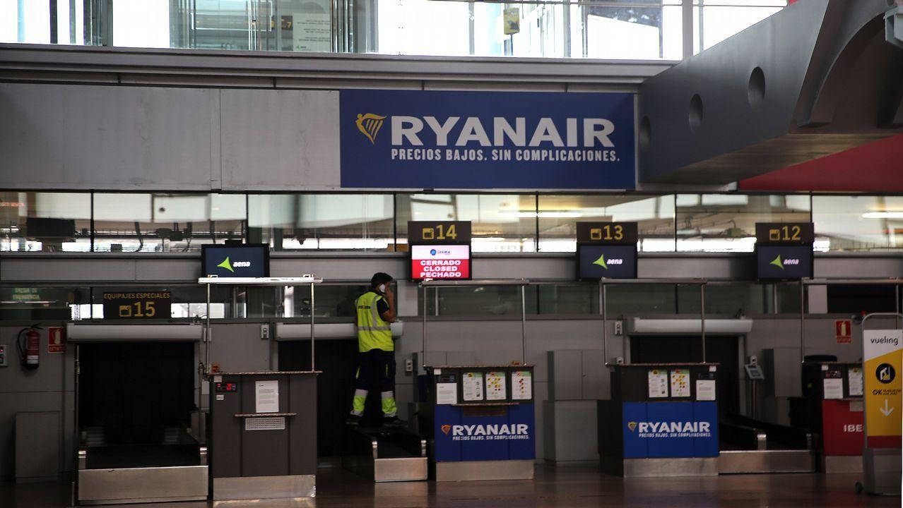 «Nos han fastidiado las vacaciones».Avión de Ryanair en Peinador