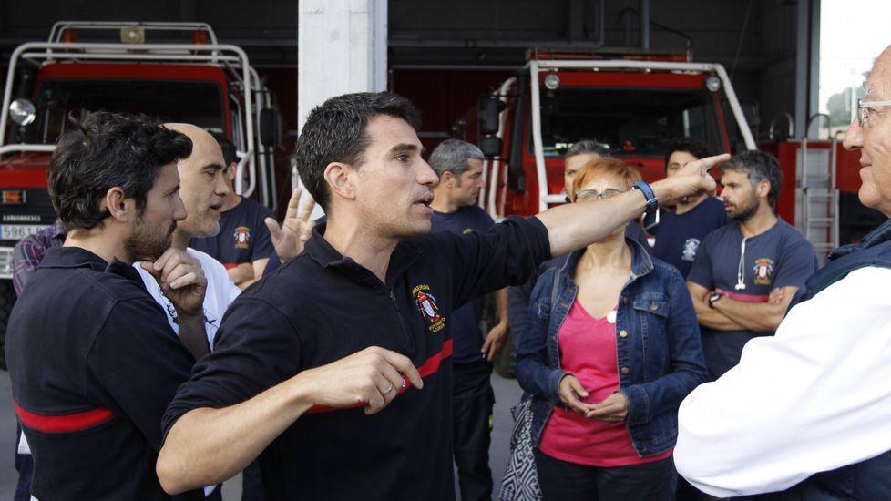 La bajada de En Marea, en cifras.Campaña con los bomberos. Candidatos de En Marea se desplazaron al parque de bomberos de A Coruña para reclamar una nueva regularización para homogeneizar el servicio