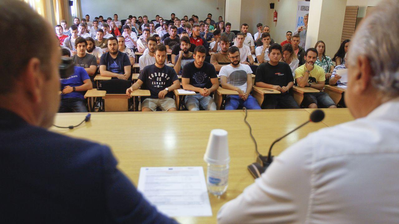 Román Rodríguez: «Que os nenos non vaian a clase non é o mellor xeito de protestar».El planetario se puede instalar sin problemas en un polideportivo y solo necesita una toma de corriente