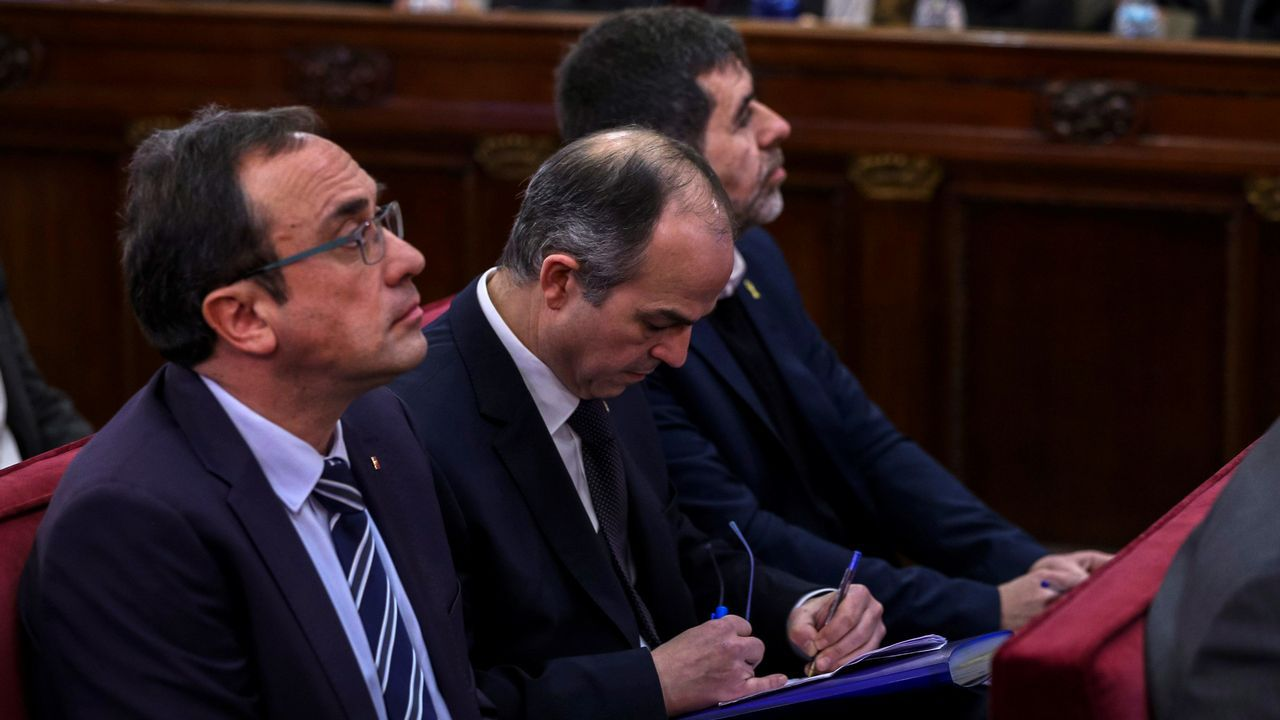 En directo y en streaming, el juicio del procés.El presidente de Portugal y premio Fernández Latorre, Marcelo Rebelo de Sousa, el expresidente del Gobierno Felipe González, y los reyes, ayer en el Congreso Mundial de Derecho en Madrid.