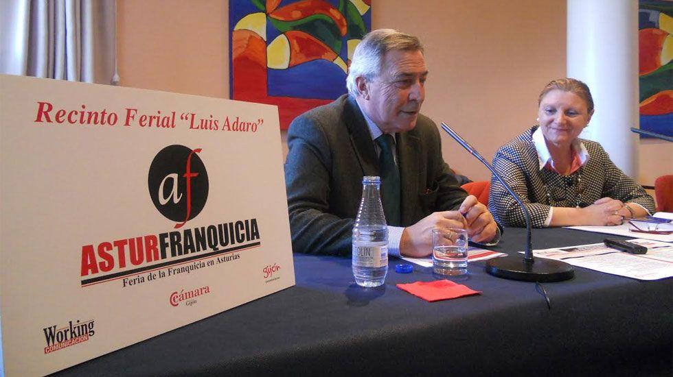 Contaminación en Gijón.Álvaro Muñiz y Guadalupe Zapico, en la presentación de Asturfranquicia