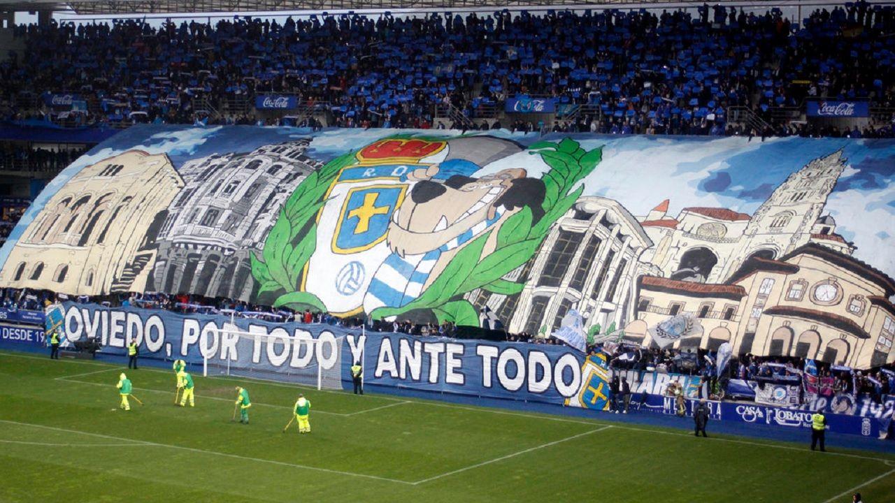 Tifo Symmachiarii derbi Carlos Tartiere Real Oviedo Sporting.Tifo de Symmachiarii durante el derbi