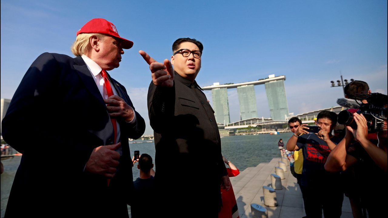 Howard X, imitador del líder norcoreano Kim Jong Un, y Dennis Alan, caracterizado como el presidente de EE. UU