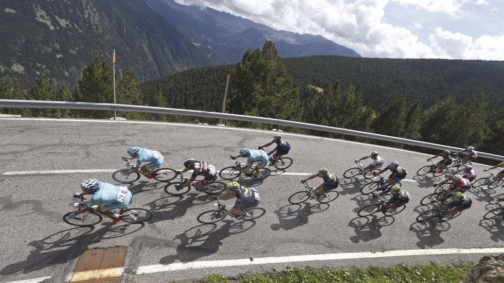 Froome sufrió una caída en los primeros kilómetros