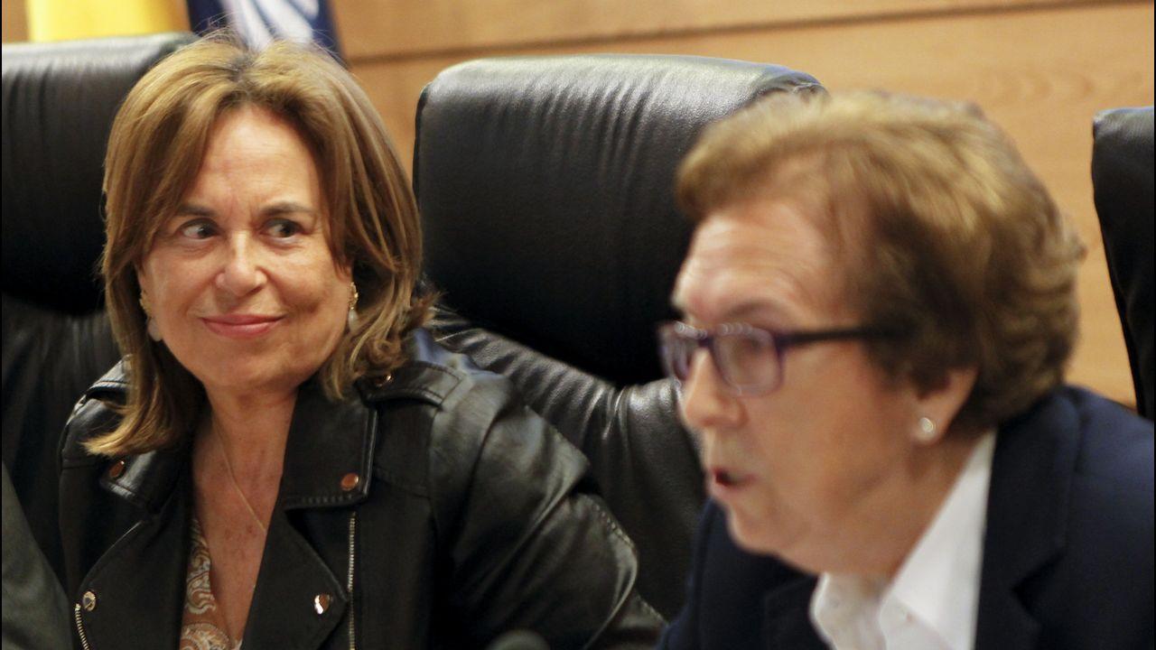 A la ziquierda, Adela Quinzá-Torroja, que fue la encargada de inaugurar las Xornadas Galegas sobre Condiciíons de Traballo e Saúde, junto a Pilar Millor, esta mañana en el campus