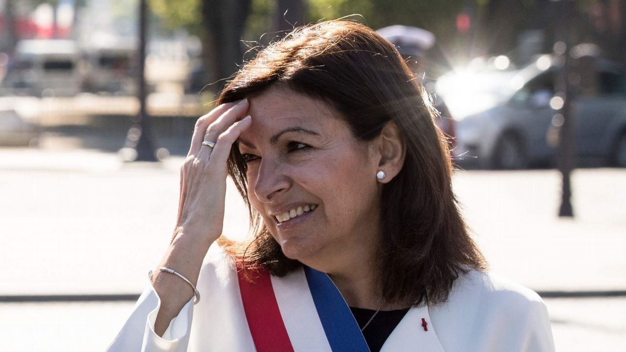 Disturbios en los barrios comerciales de París tras blindar la Policía los Campos Elíseos.A la actriz Sofía Vergara se le subió el pavo a la cabeza en Acción de Gracias