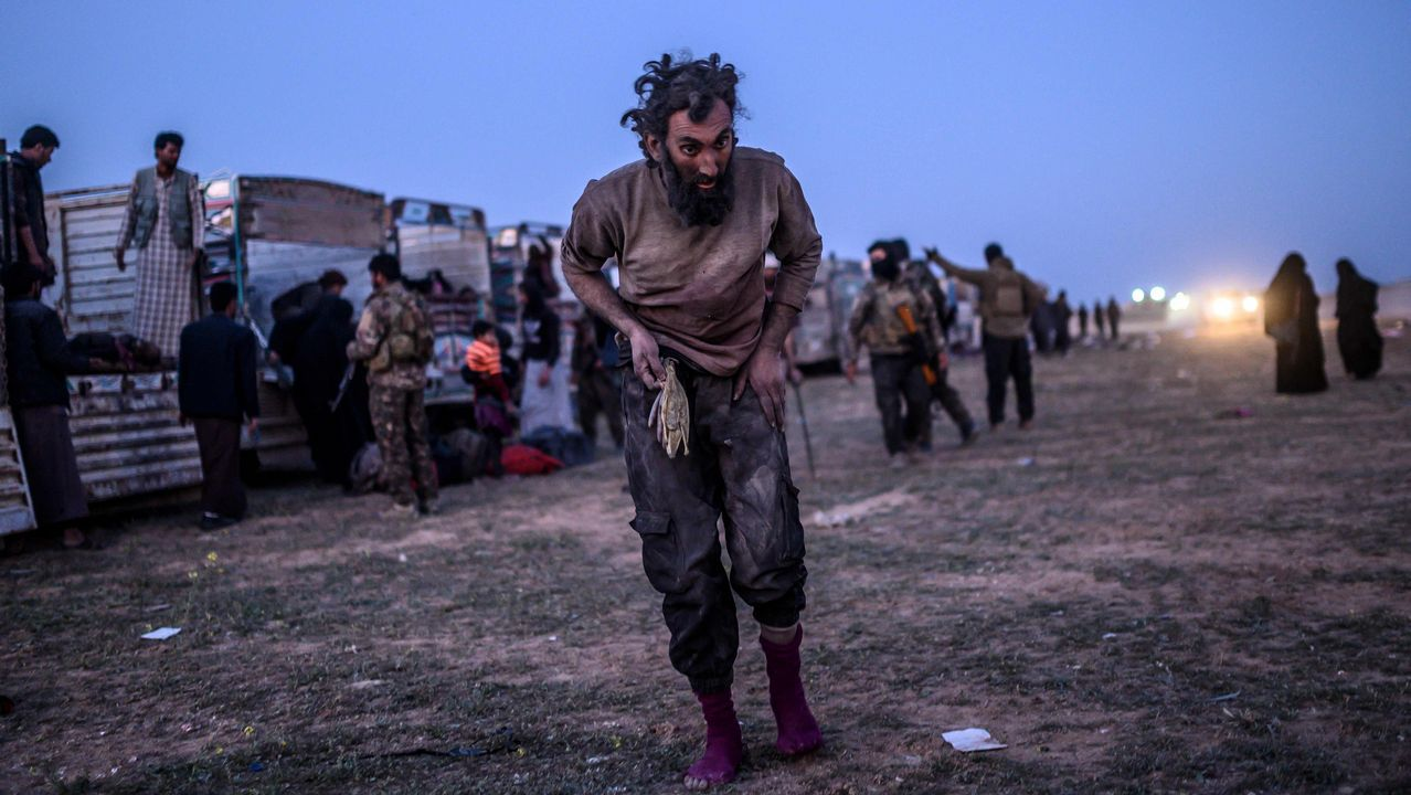 Un sospechoso de pertenecer al Estado Islámico tras rendirse a los kurdos en Baghuz