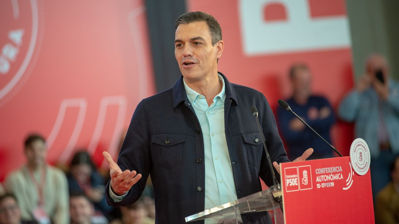 Pedro Sánchez apela a la España «cabal» para que «gane el sentido común».García Egea (derecha) protagonizó un desayuno informativo con el líder del PP cataán, Alejandro Fernández