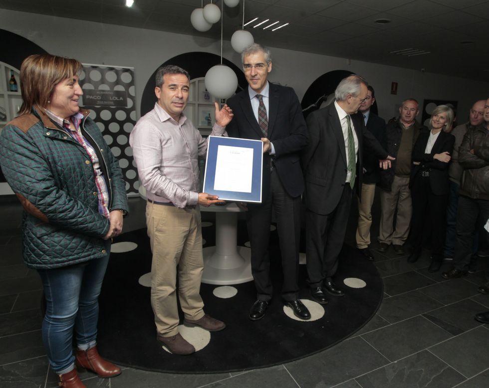 Carlos Carrión recogió el diploma de manos del conselleiro.